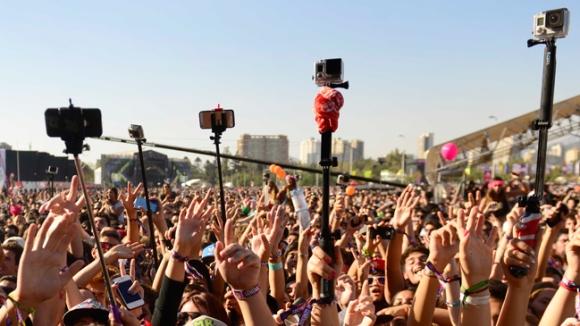 14 de Marzo del 2015/ SANTIAGO Miles de personas disfrutan de la quinta versión del Festival Lollapalooza 2015, realizado en el Parque O´higgins. FOTO: MATIAS DELACROIX/AGENCIAUNO